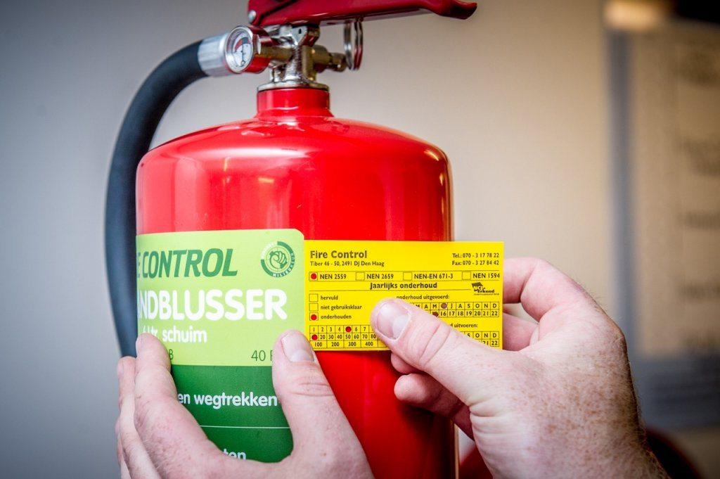 Brandblusser voorzien van onderhoud certificaat na onderhoudsbeurt
